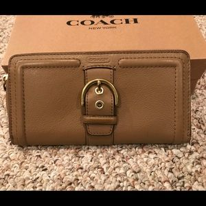 NWT Coach Buckle Campbell Leather Zip Wallet